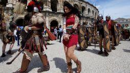 ©PHOTOPQR/VOIX DU NORD/Johan BEN AZZOUZ - Nîmes, le 23 avril 2016. Ambiance aux abords des arènes de Nîmes. Les grands jeux romains (MaxPPP TagID: maxnewsspecial036245.jpg) [Photo via MaxPPP]